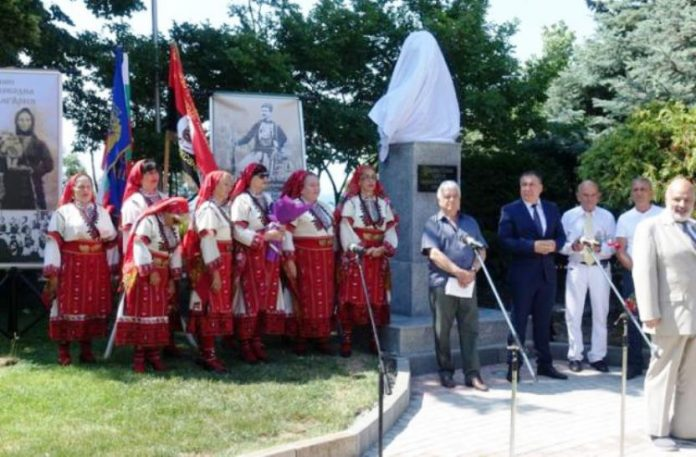 Откриването на бюст паметник на Постол войвода в Несебър през 2019 г. - скулптор Йордан Йорданов