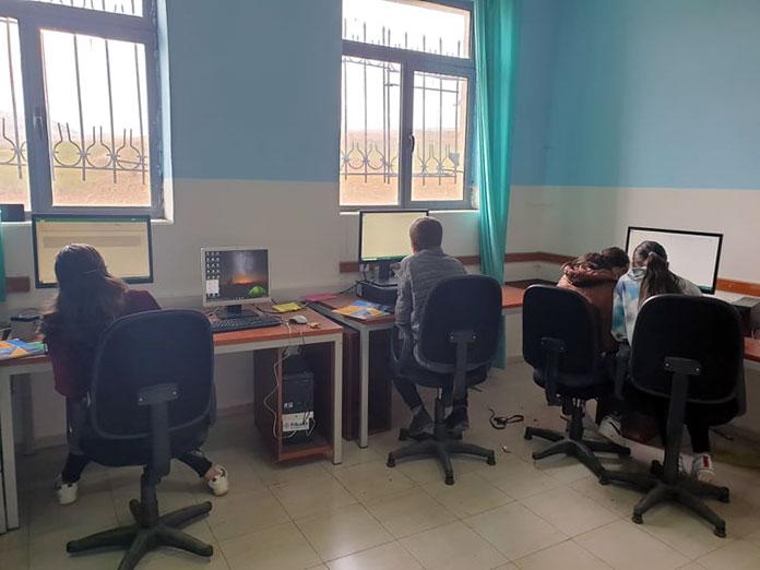 Компютърният кабинет за българчетата от общинското училище в с. Шищевец, Кукаска Гора, Албания