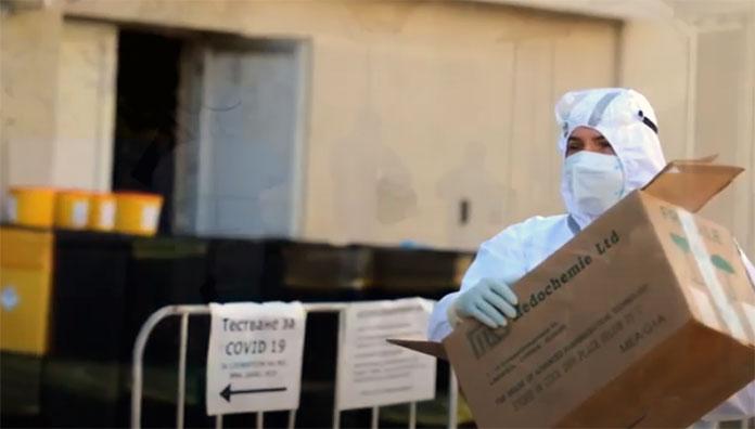 Ангел Джамбазки e доброволец във ВМА. Той помага като санитар в борбата срещу заразата COVID-19