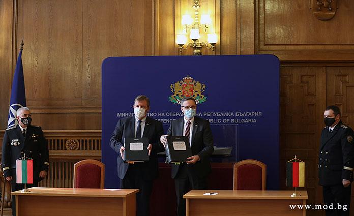 Направихме втората крачка за модернизацията на Българската армия, подчерта Красимир Каракачанов